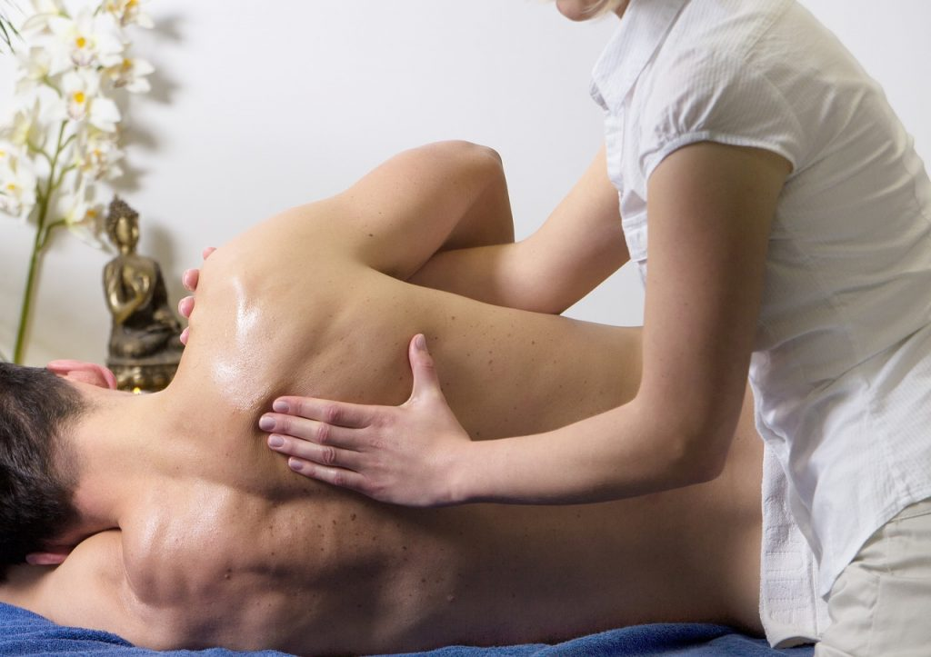 sports massage therapist salary