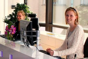 dental office receptionist salary